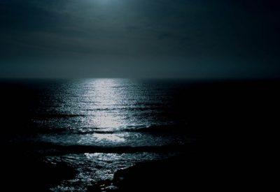 Como luna gastada brillando